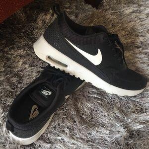 Nike Air Max Thea Size 8.5 Black/White